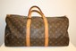 VUITTON - sac modle keepal 50 cm, toile monogramme , garniture   en cuir vachette, bon tat.