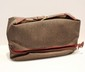 YSL - trousse de toilette, 35 x 22 x 11 cm en toile enduite gris et prune  , cuir bordeaux , signature sur fermoir. Etat d'usage
