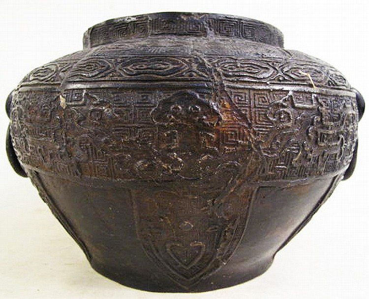 CHINESE EARLY ARCHAIC STYLE BRONZE VESSEL. With