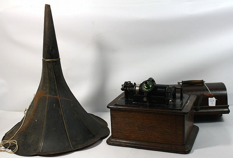 Edison Victrola with horn in working condition 18