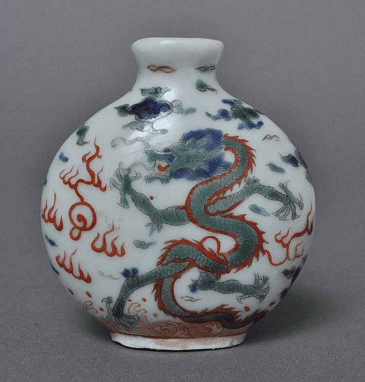 A Chinese Famille Rose Snuff Bottle