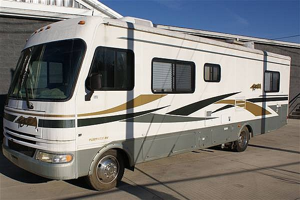 2004 TERRA BY FLEETWOOD 31FT MOTOR HOME 8,000 MILES!