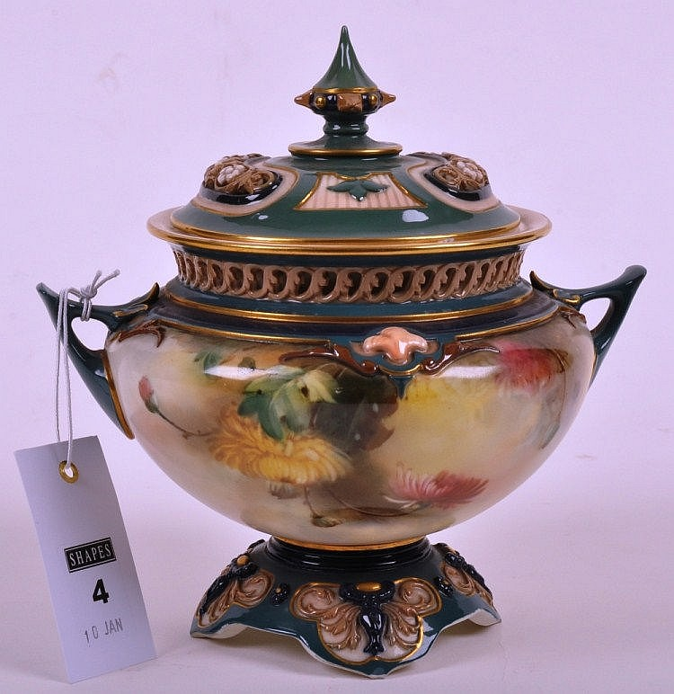 Hadley's Worcester twin handled pot pourri jar,