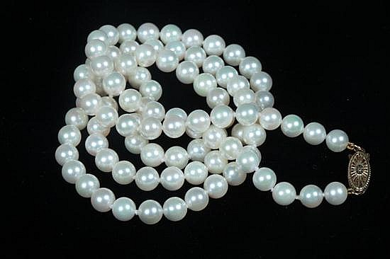 MATCHED CULTURED PEARL NECKLACE.