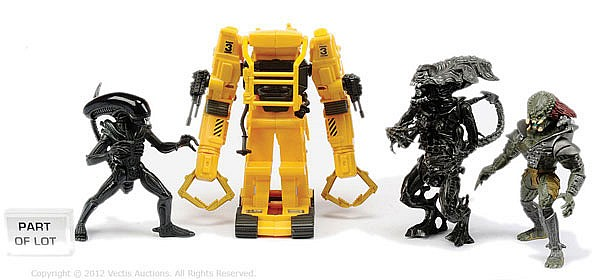 QTY Kenner Aliens figures and accessories