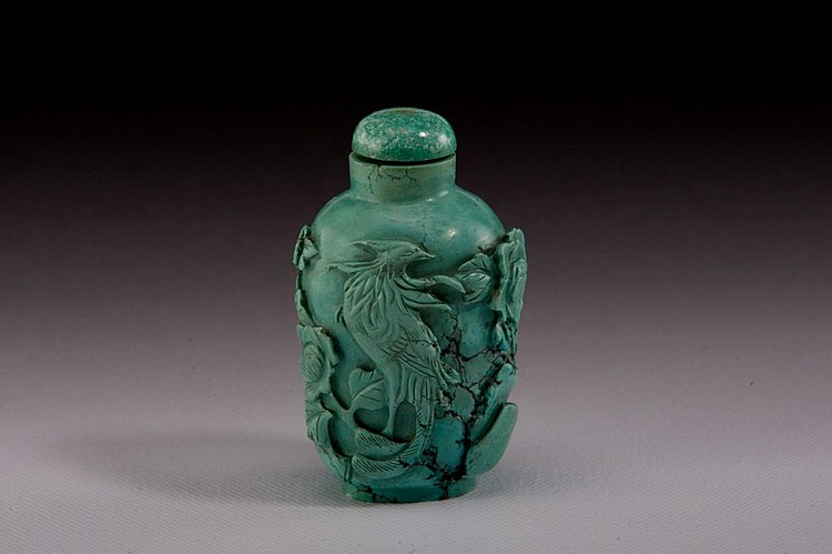 A carved Turquoise snuff bottle - 19TH CENTURY